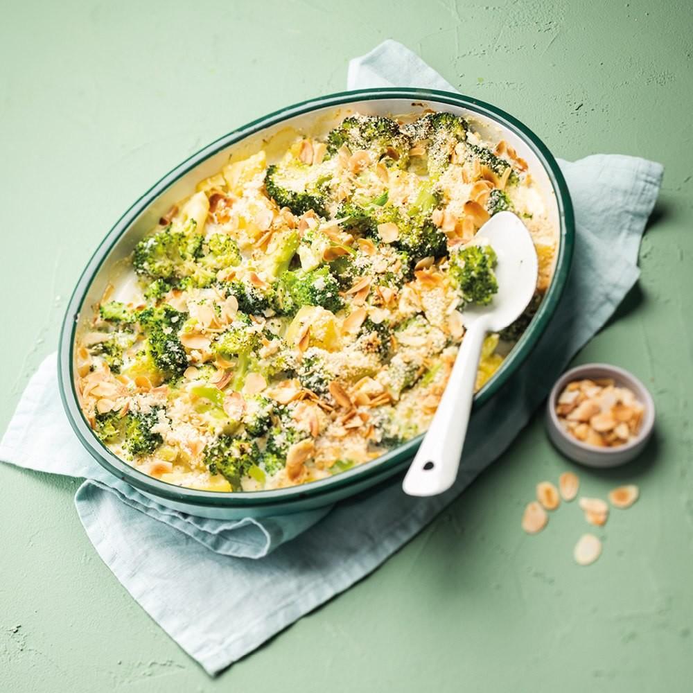 Gratin de brocolis et pommes de terre aux amandes grillées