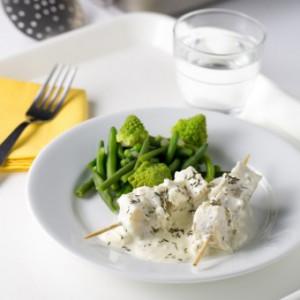 Brochette de poisson et sauce coquillage