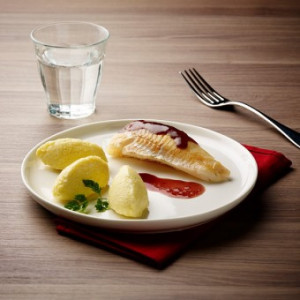 Filet de merlan sauté sauce vin rouge texture entière