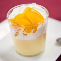 Oreillons d'abricots et chantilly